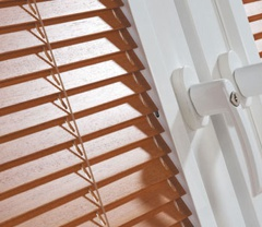 Perfect-Fit-Wooden-Venetian-Blinds-London-Fitters